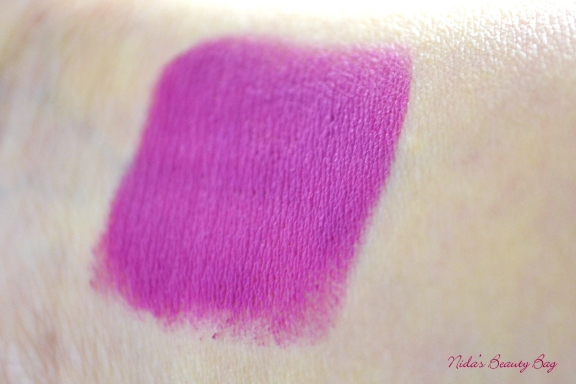 essence-longlasting-lipstick-wearberries-swatch